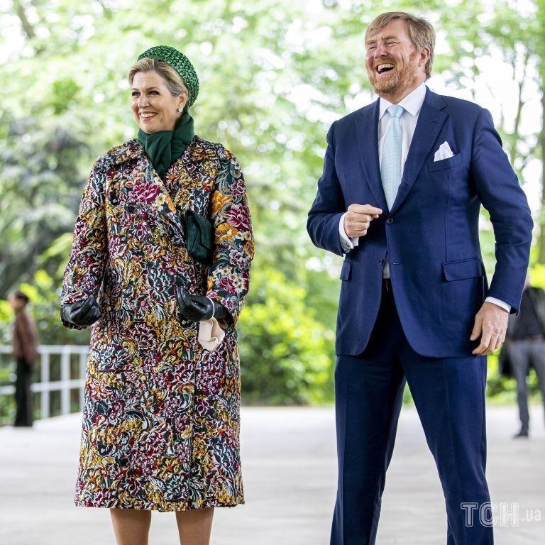 У розкішному пальті та зі смарагдовими аксесуарами: королева Максима захопила образом