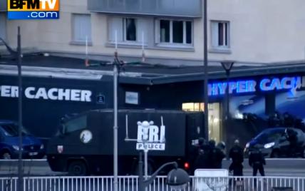 З'явилось відео штурму магазину у Парижі: вибухи і страшенно налякані заручники