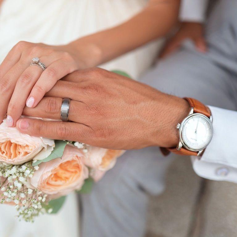 Американец попал в конфуз на своей свадьбе из-за оповещения на смартфоне: его едва не бросила жена