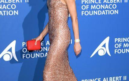Стройная и сексуальная: Ольга Куриленко подчеркнула идеальную фигуру обтягивающим платьем