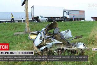 Новини України: у Львові дворічна дівчинка загинула у ДТП за участю двох легковиків і вантажівки