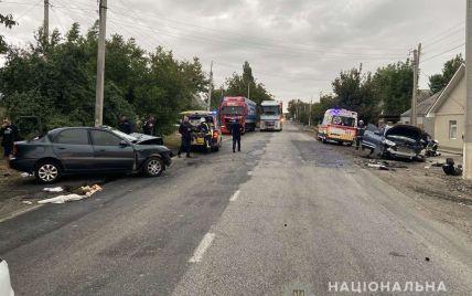 Страшна ДТП у Миколаївській області: розбиті автівки, постраждалі та мертвий водій(фото)
