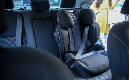 В Украине начали наказывать водителей за перевозку детей без автокресел. Размеры штрафов и требования к пассажирам