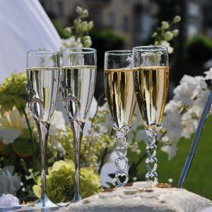 Переносили більше року, а тепер масово гуляють: українські весілля на сотні гостей повертаються