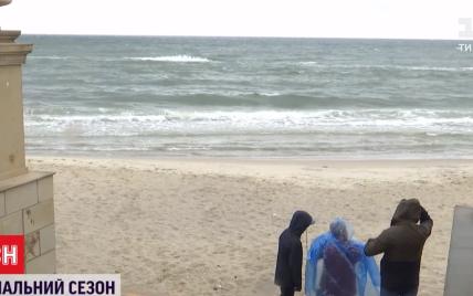 Холодное начало лета: начался ли купальный сезон на пляжах Черного и Азовского морей