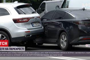 Новости Украины: во Львове на перекрестке столкнулись сразу шесть авто