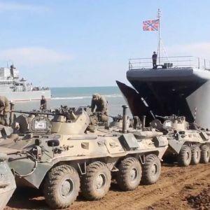 В Минобороны России заявили, что начали отводить войска от границы с Украиной