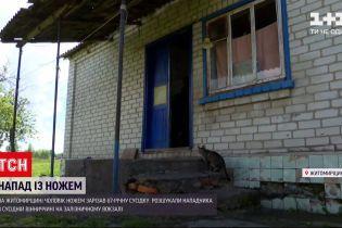 Новини України: у Житомирській області чоловік зарізав сусідку, поранив її дочку та зятя і втік