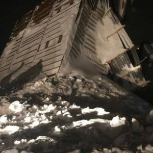 Схода лавины в России: под завалами снега нашли тела женщины и ребенка