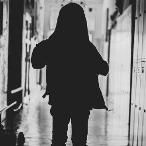 Попрощався і вимкнув телефон: у Кременчуці вчителька ледь не довела учня до самогубства через чипси