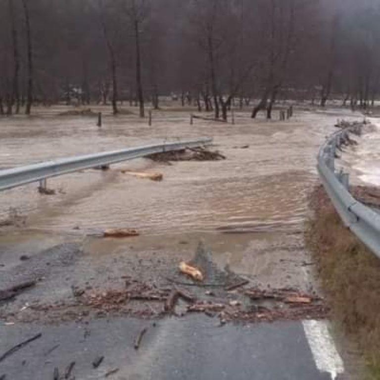 У Румунії сильні опади спровокували паводки: людей просять евакуюватися