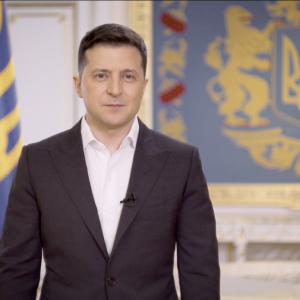 """""""Так нечесно"""": під час пресконференції асистенти поставили президента Зеленського в незручне становище"""