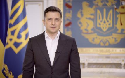"""""""Так нечестно"""": во время пресс-конференции ассистенты поставили президента Зеленского в неудобное положение"""