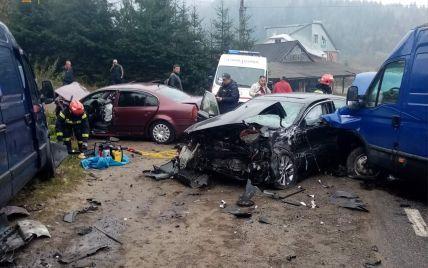 Сильный туман, разбитый транспорт и пострадавшие: на трассе Киев-Чоп столкнулись четыре автомобиля (фото)