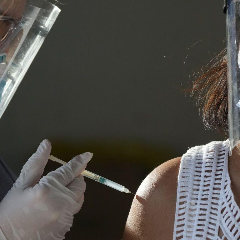 В Украине началась вакцинация компаний и рабочих коллективов: в Минздраве рассказали, что для этого нужно