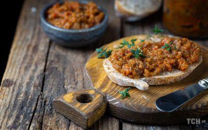 Икра баклажанная: блюдо, которое можно подавать горячим и холодным