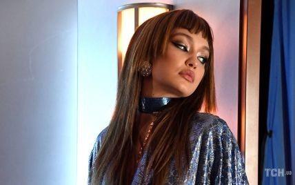 У мініхалаті і на підборах: Джіджі Хадід на показі білизняного бренду Ріанни