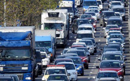 В Киеве в начале недели наблюдаются серьезные пробки: где не проехать