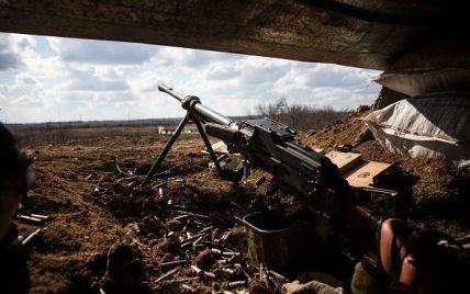На Донбассе фиксируют сильные обстрелы боевиков на всех направлениях