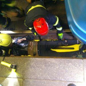 У київському метро хлопець хотів скоїти самогубство: фото, відео