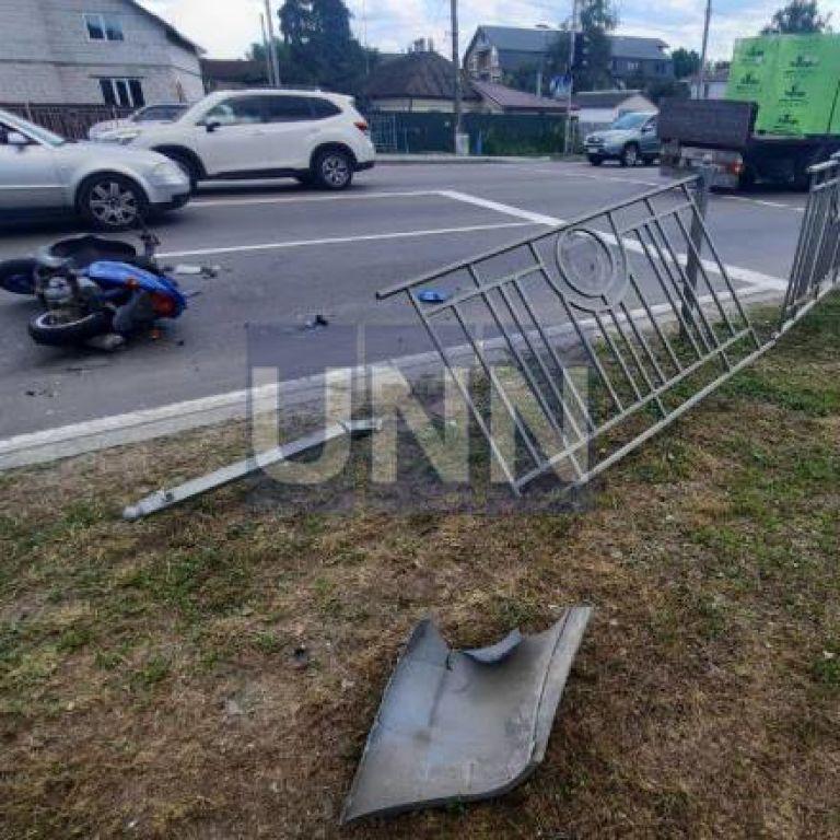 В Броварах грузовик вылетел на встречную полосу и сбил мопед: один погибший