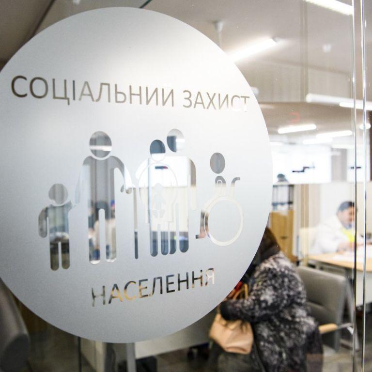 Таскала за волосы, била и царапала: пенсионерка напала на сотрудницу соцзащиты в Бердичеве