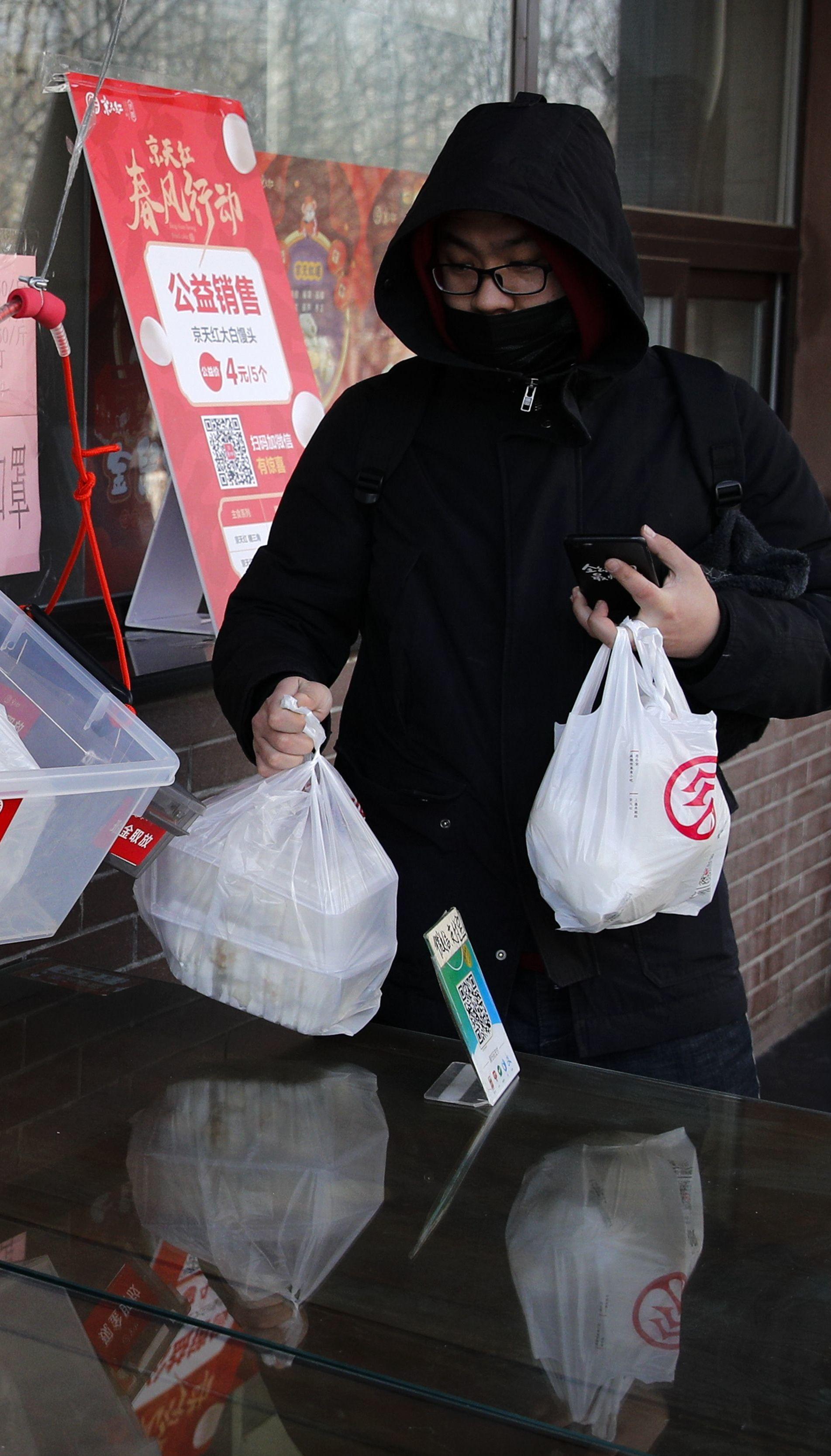 Китайцы обвинили россиян в завозе более заразного штамма коронавируса в страну