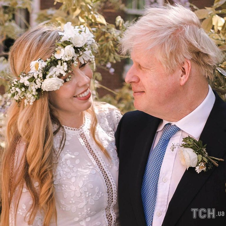 Одежда в аренду и отсутствие детей Джонсона: подробности свадьбы премьер-министра Великобритании