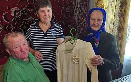 100-літня жителька Волині показала весільну сукню, якій понад 80 років: фото, відео