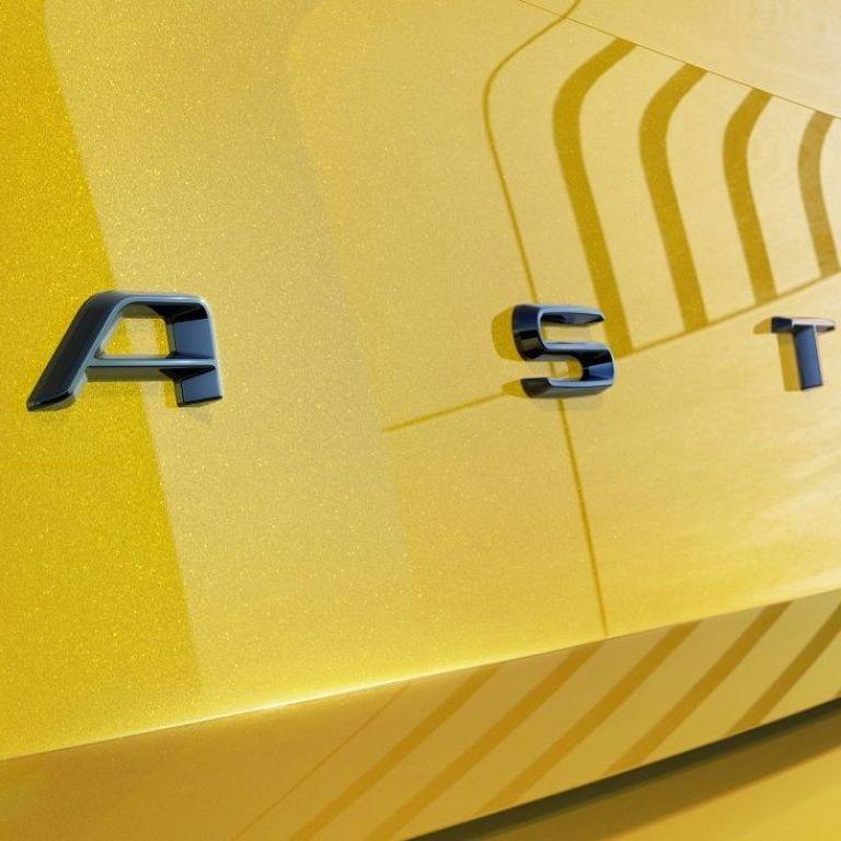 Opel першими зображеннями розсекретив Astra нового покоління