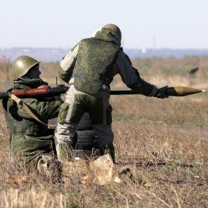 Окупанти на Донбасі накрили вогнем із гранатометів та мінометів селище Травневе