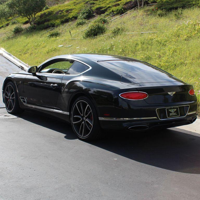 В США предприниматель на займы для борьбы с COVID-19 приобрел Ferrari, Lamborghini и Bentley