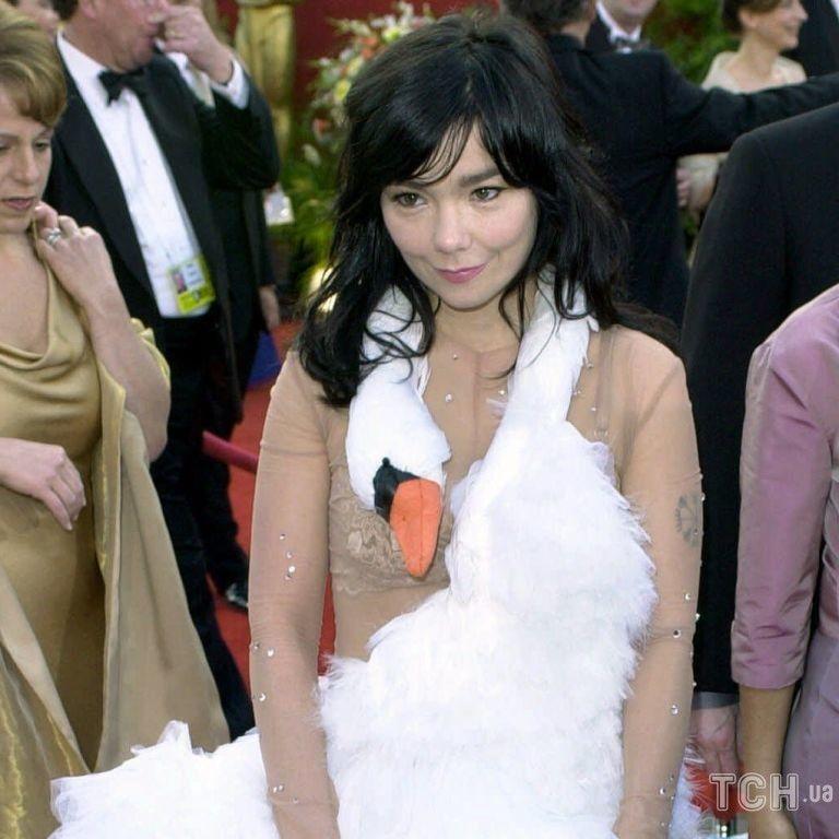 История идеи: кто придумал, повторил и носил легендарное платье-лебедь