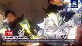 Новини України: у Вінниці патрульні врятували чоловіка, у якого стався серцевий напад посеред траси