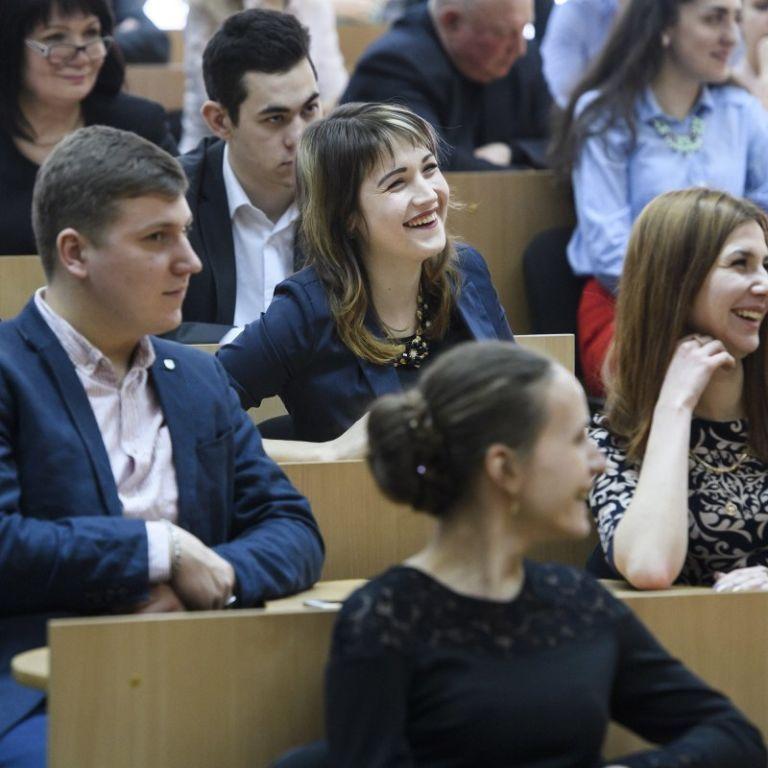 """В Україні хочуть боротися з """"купленими дипломами і дисертаціями"""":Раді рекомендують ухвалити законопроєкт"""