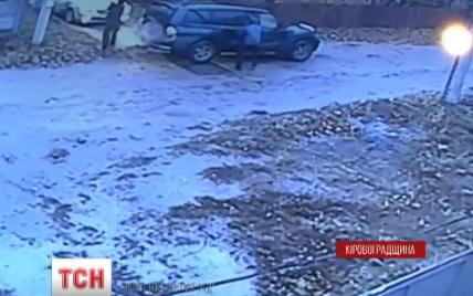 В Александрии неизвестные из автомата расстреляли машину бизнесмена