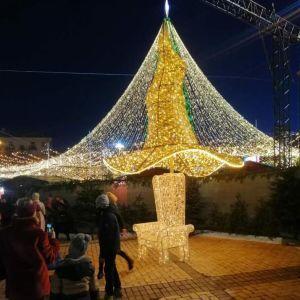 Скандальному капелюху з новорічної ялинки в Києві знайшли нове застосування