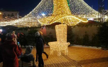 Скандальной шляпе с новогодней елки в Киеве нашли новое применение