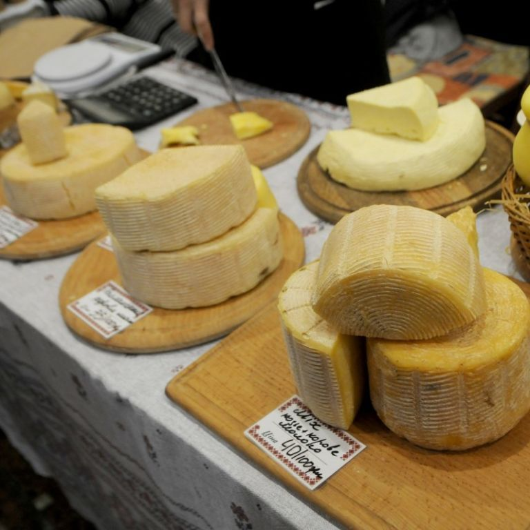 """Нардепы хотят убрать с полок магазинов """"творожные или молочные продукты"""""""