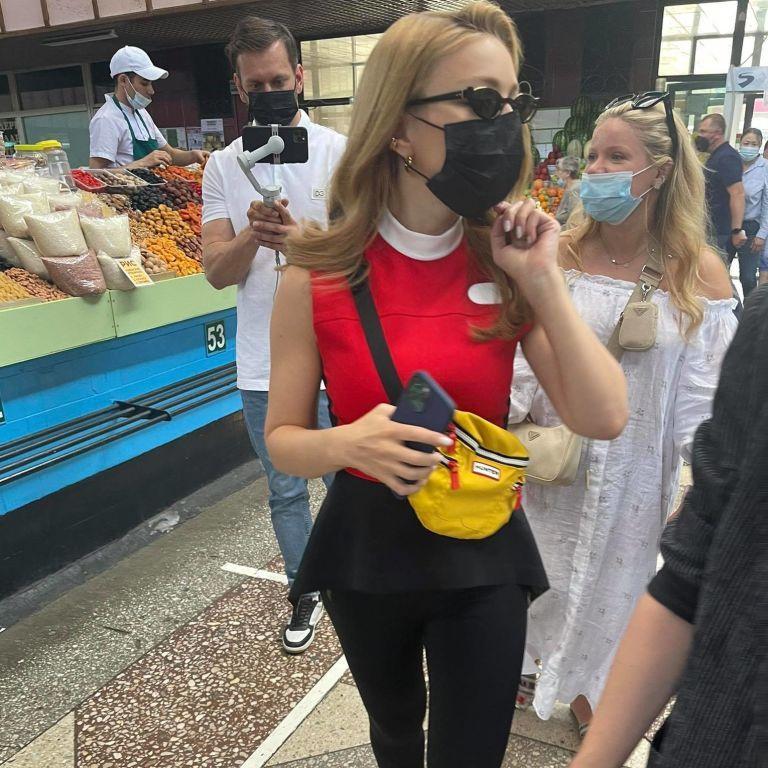 Тіну Кароль у Louis Vuitton заскочили на базарі у Казахстані