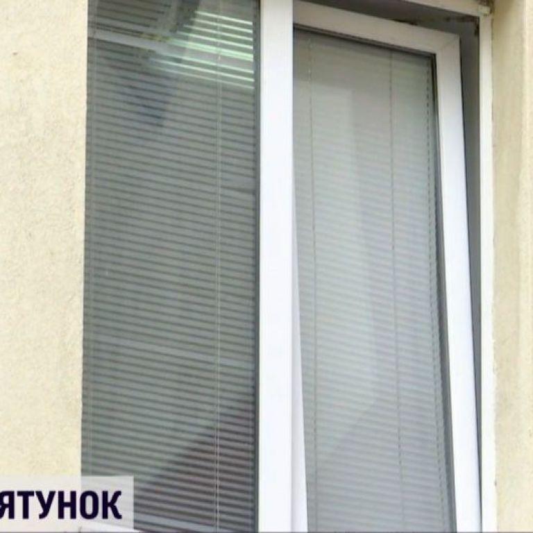 У Дніпрі дитина вижила після падіння з вікна: медики розповіли, що могло її урятувати
