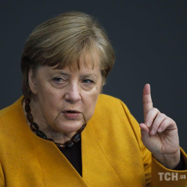 """На """"прощальній"""" пресконференції Меркель пообіцяла санкції для РФ у разі використання газу як зброї проти України"""