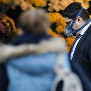 В США количество инфицированных коронавирусом пересекли отметку в более 20 млн