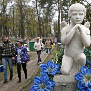 Поминальные дни: в Киеве кладбища будут усиленно патрулировать полиция и Муниципальная охрана