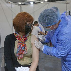 В Україні стартував четвертий етап вакцинації проти COVID-19: хто отримає рятівний укол