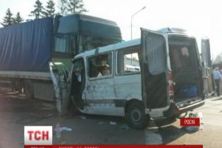 У Росії під Курськом  зіткнулися вантажівка та мікроавтобус з українськими номерами