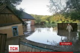 Сім районів Полтавщини вночі  накрила стихія з буревієм і градом