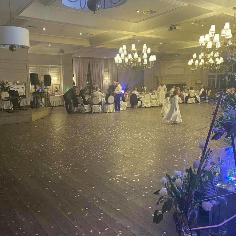 """Свадьба на 100 человек и громкие вечеринки: в """"красных"""" Черновцах не прекращаются массовые празднования"""