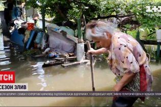Погода в Україні: у Дніпрі не припиняються зливи, рівень води подекуди сягає 40 сантиметрів