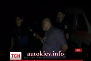 Київські патрульні затримали п'яного колегу за кермом Range Rover'а